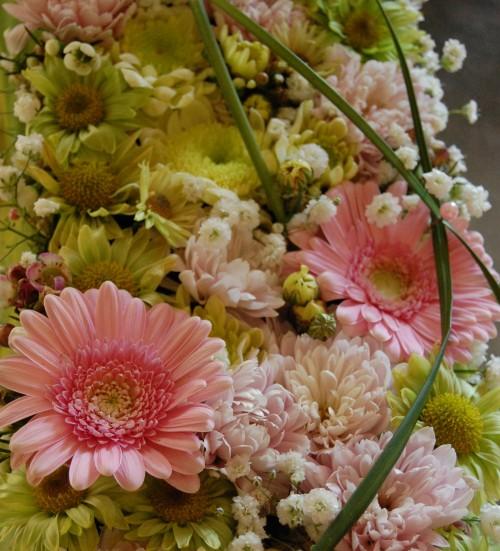 Bordsdekoration till påsk, i rosa, ljusgult och lime (1)