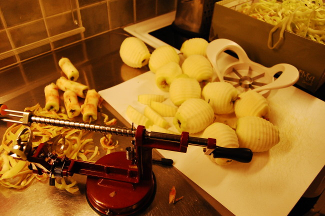 Fina randiga äppelklyftor till paj
