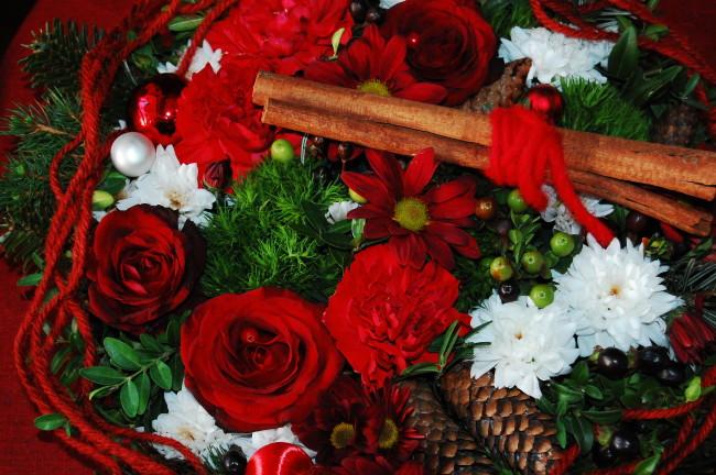 Julbordets dekorationer i traditionellt rött (3)