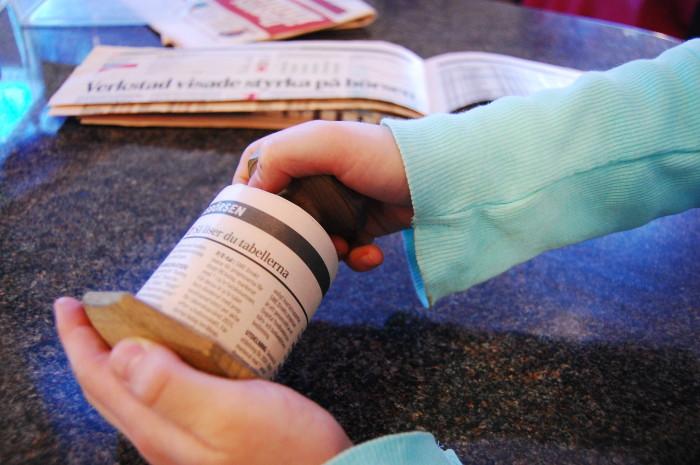 Gör krukor av tidningspapper (2)