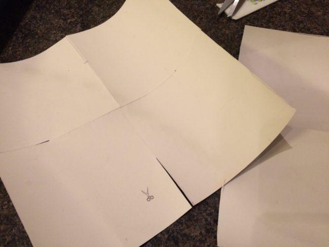 Fyrkantiga bitar 21x21 cm viks som bilden och klipps in ca 4 cm till markeringen